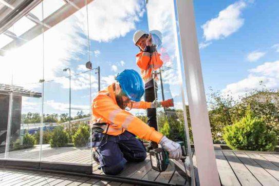 Installatie balkon en terrasbeglazing fit in glas